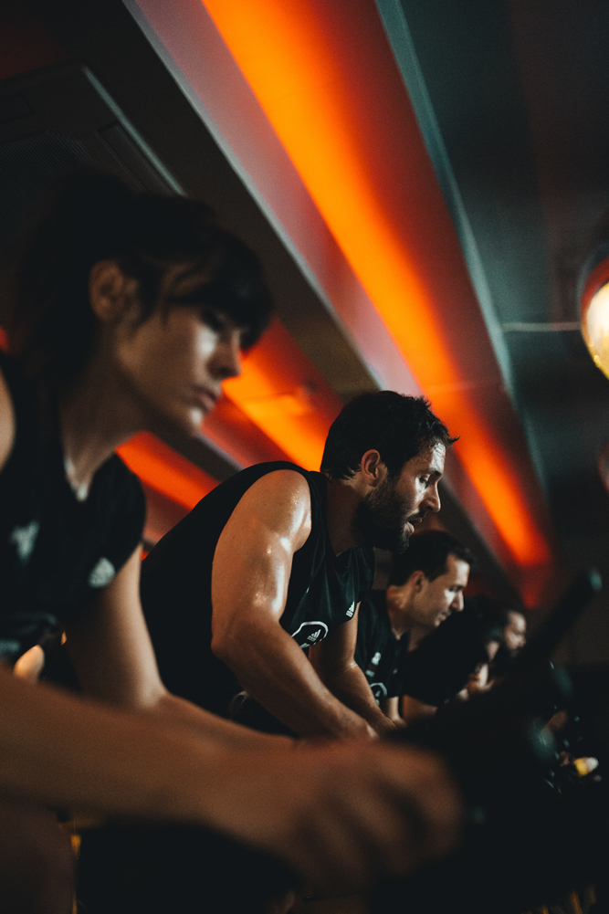 Sesion de spinning o ciclo en yoofit boutique gym 07